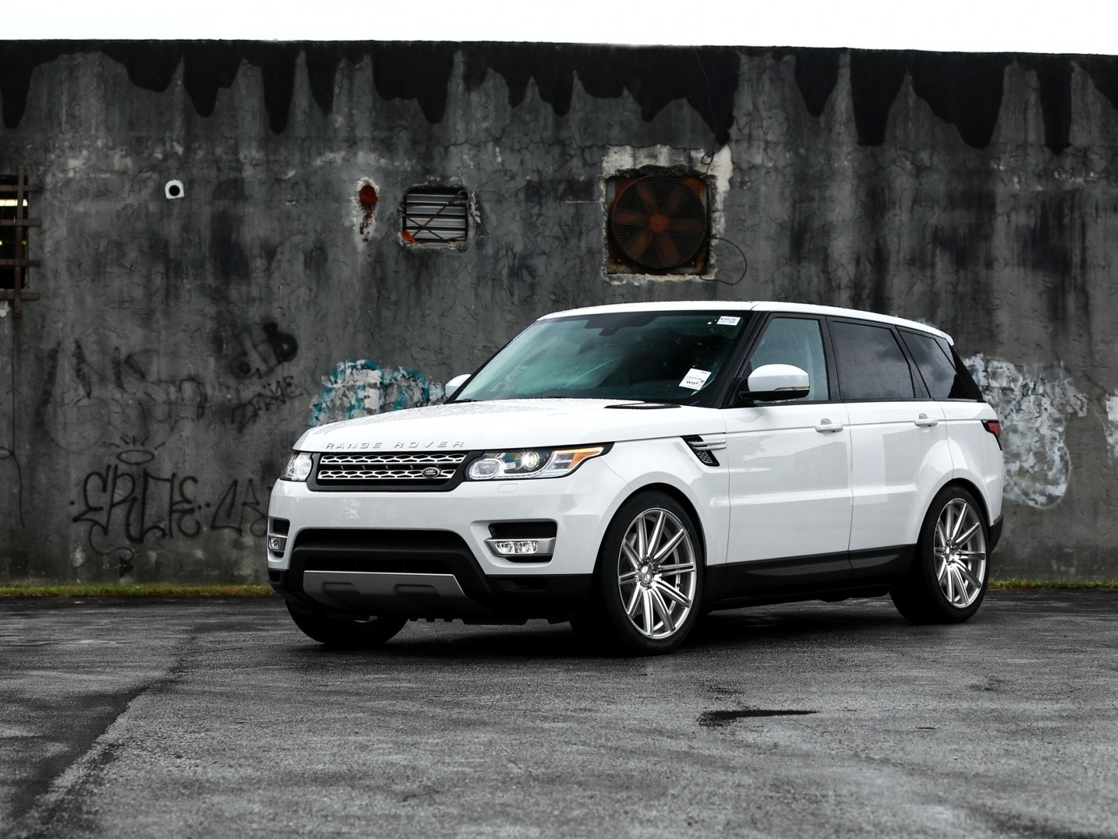 Gorgeous White Range Rover Sport for 1600 x 1200 resolution