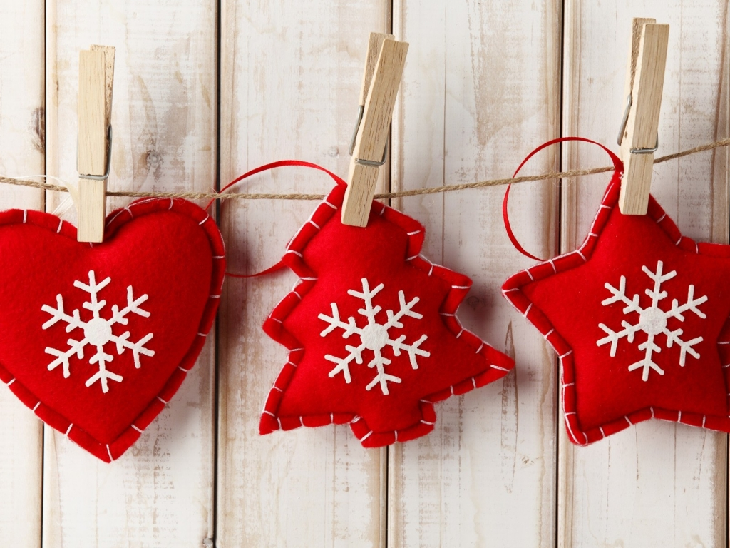 Handmade Red Christmas Ornaments for 1024 x 768 resolution