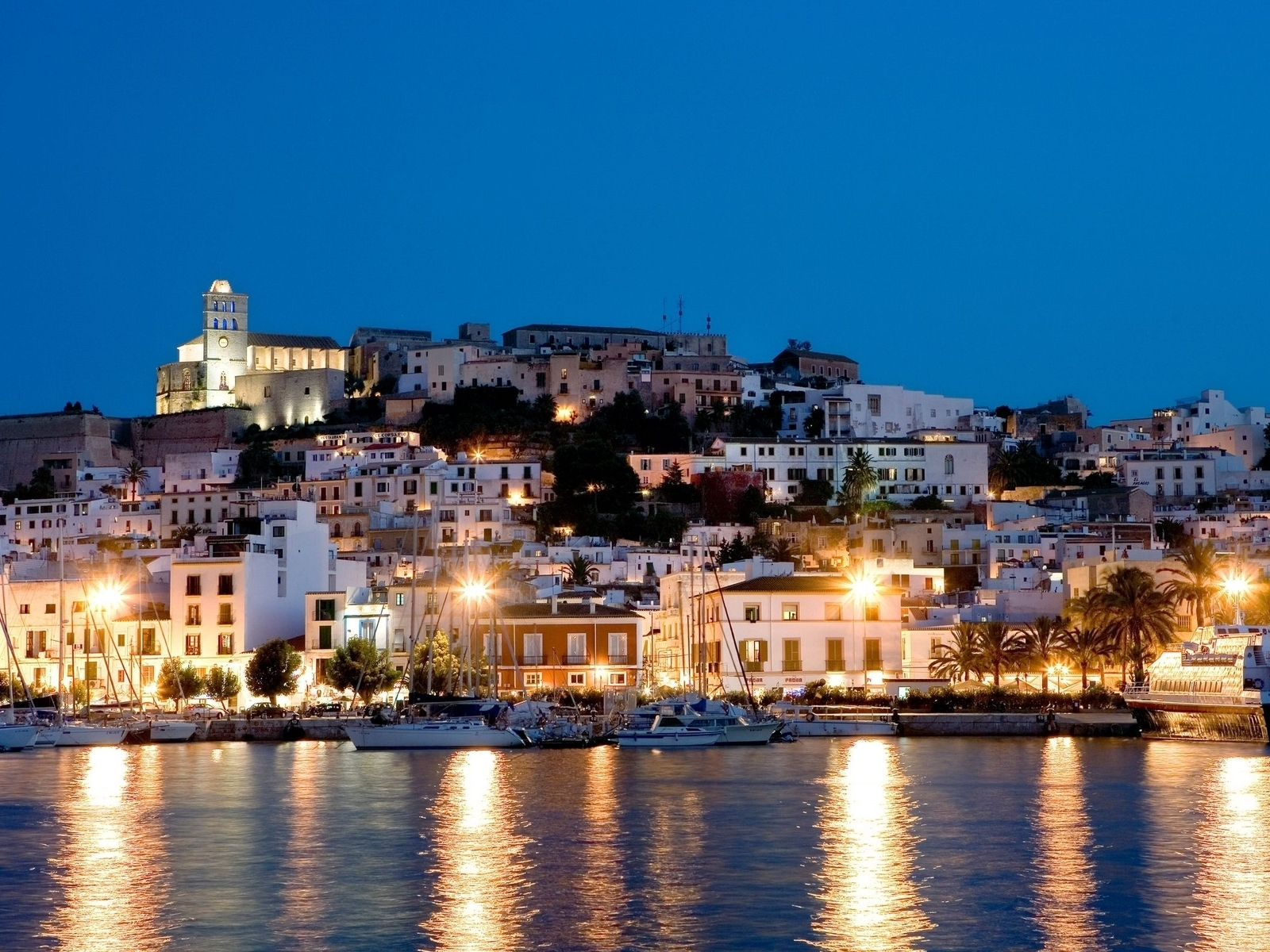 Ibiza Island for 1600 x 1200 resolution