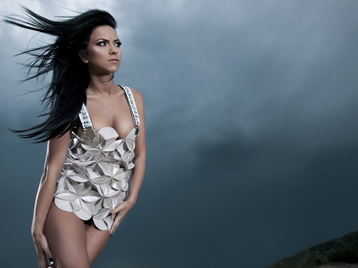 Inna Music Dress for 1152 x 864 resolution
