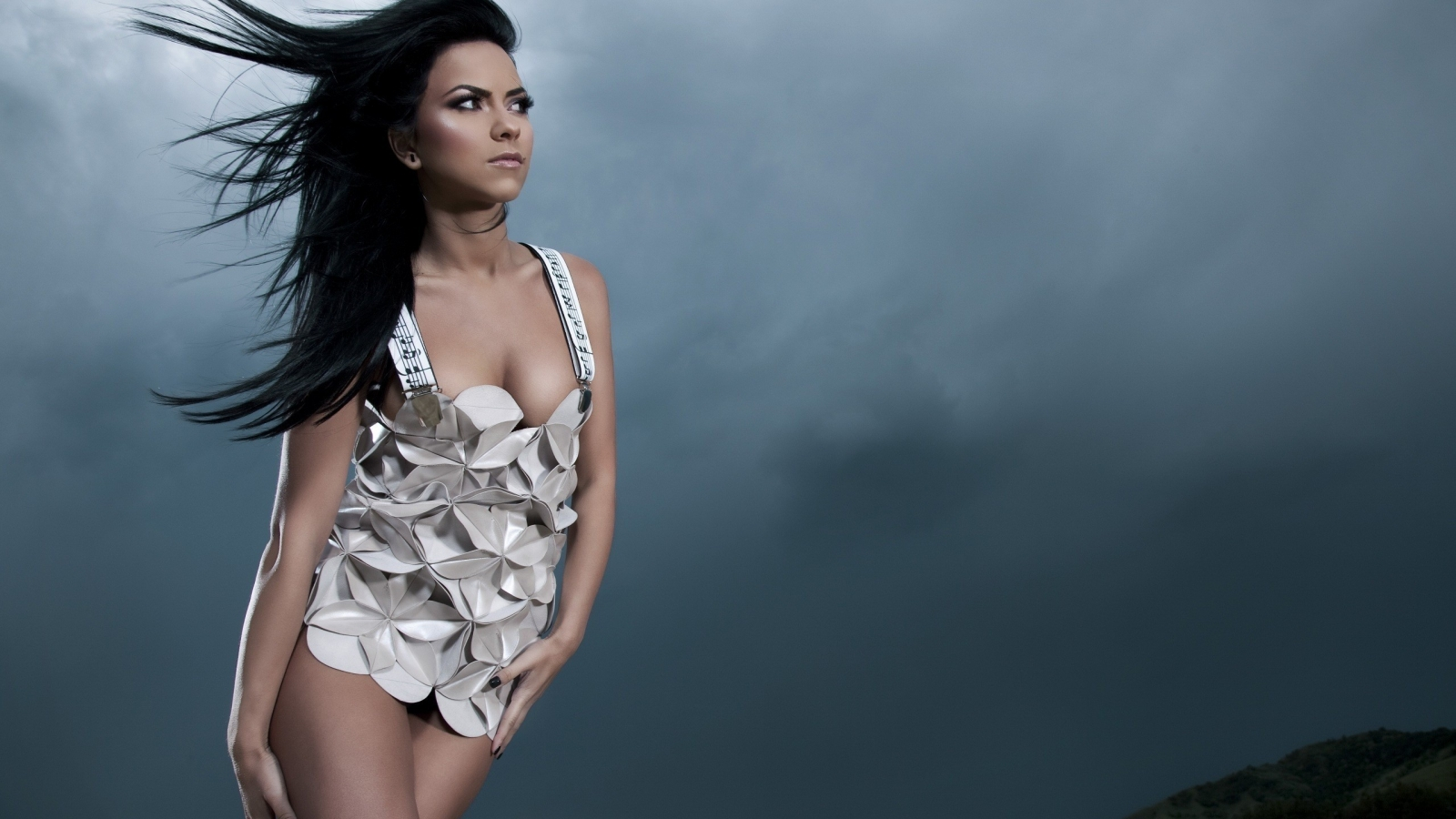 Inna Music Dress for 1600 x 900 HDTV resolution