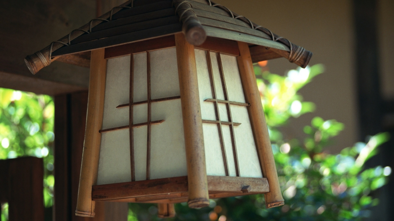 Japanese lamp for 1366 x 768 HDTV resolution
