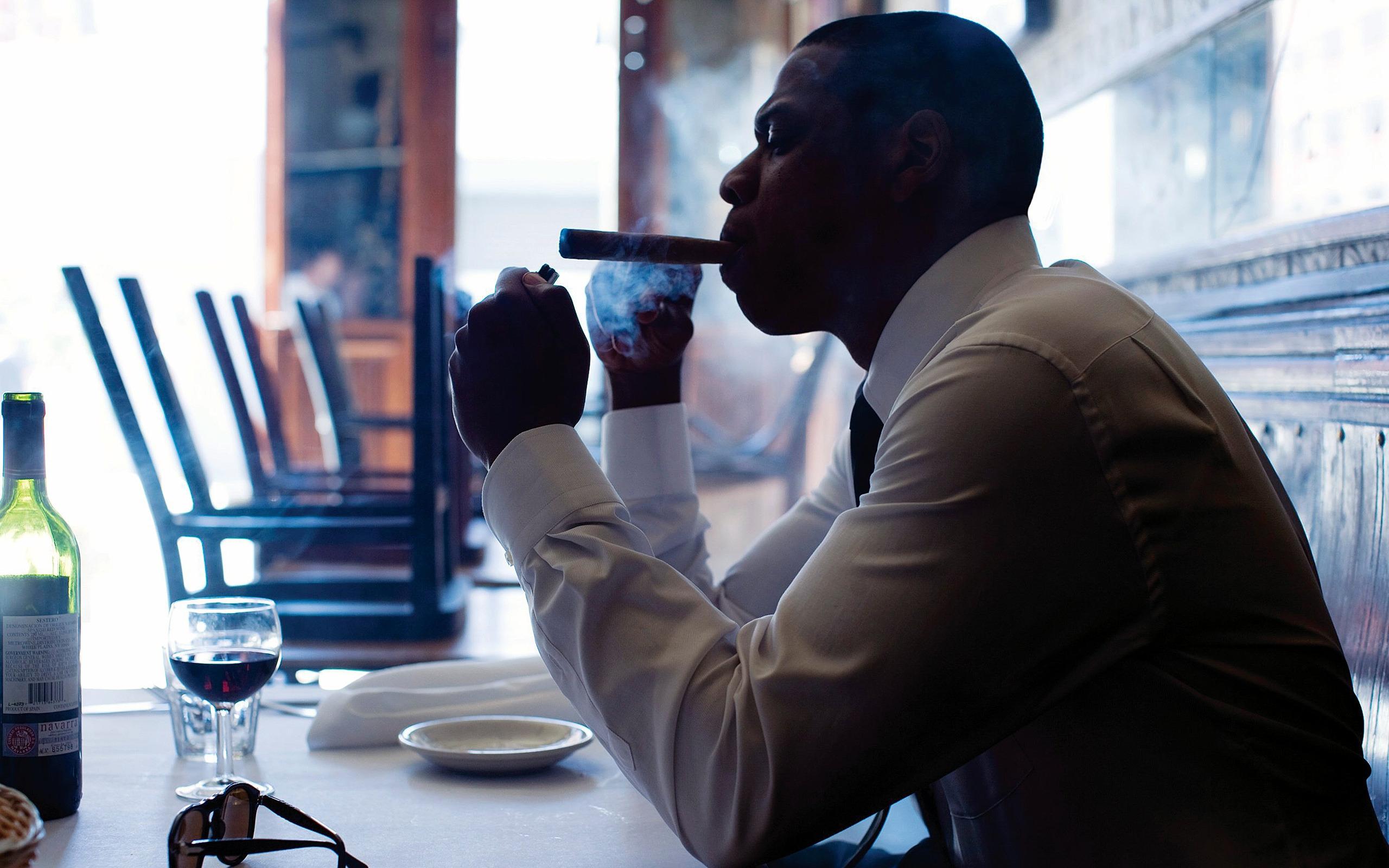 Jay Z Smoking 2560 X 1600 Widescreen Wallpaper