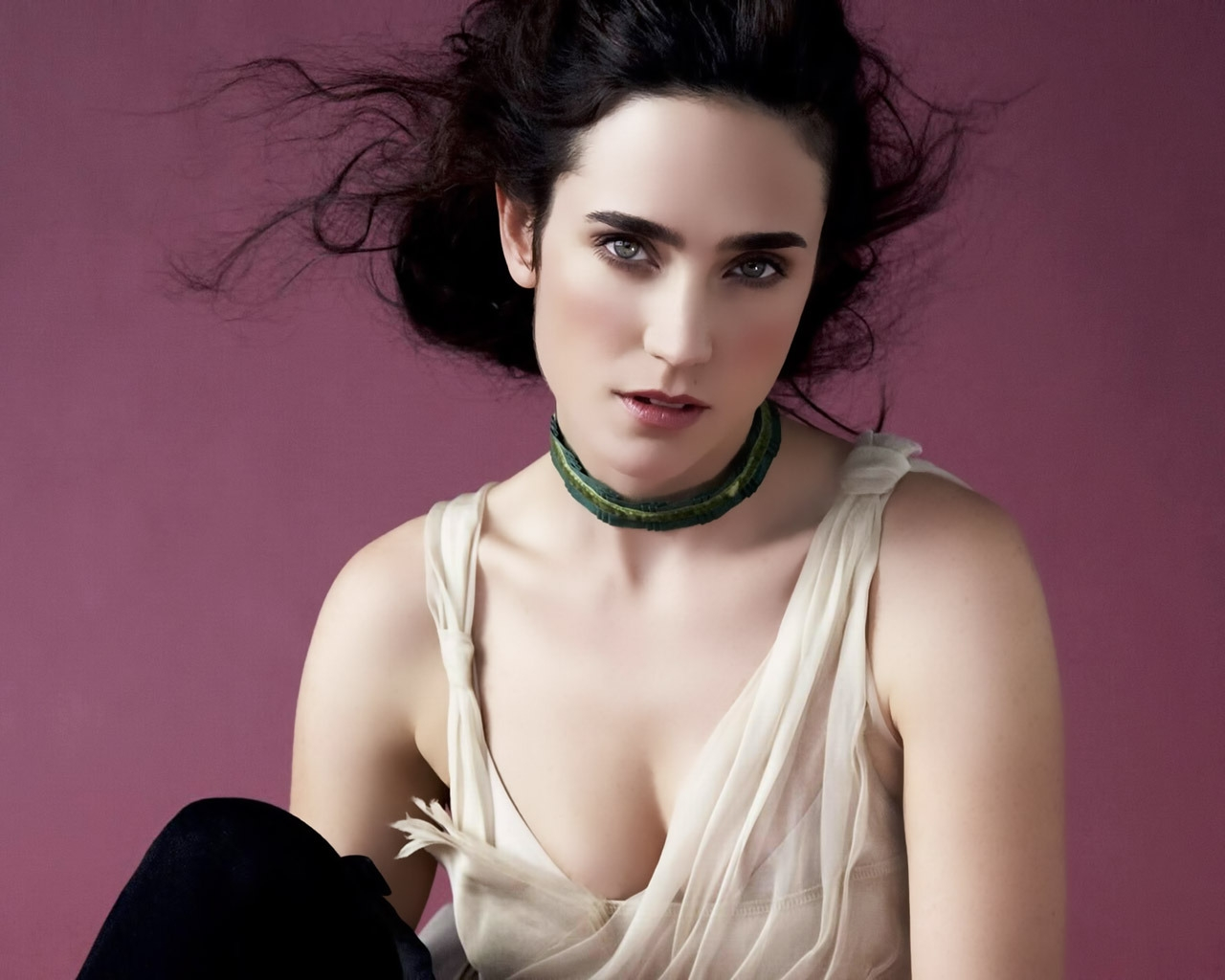 Jennifer Connelly Thinking for 1280 x 1024 resolution