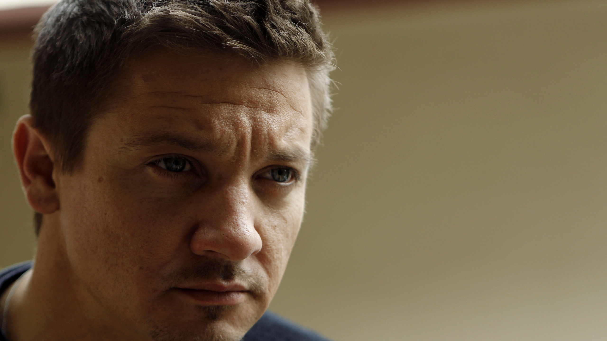 Jeremy Renner Close Up for 2560x1440 HDTV resolution