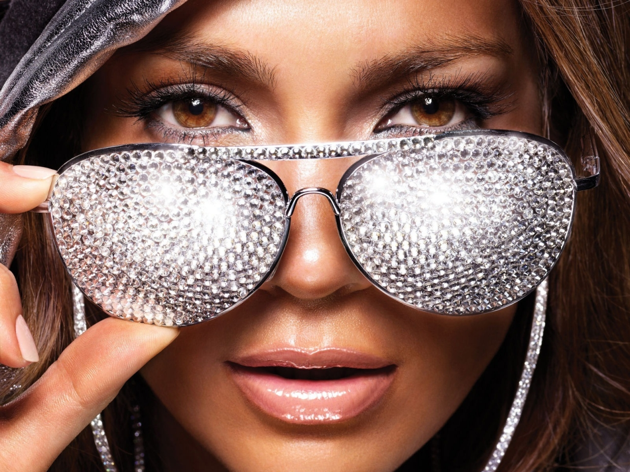 J.Lo Glasses for 1280 x 960 resolution