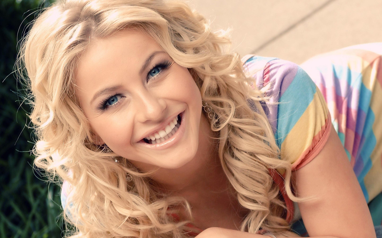 Блондинка улыбка кучерявая  № 1376764 бесплатно