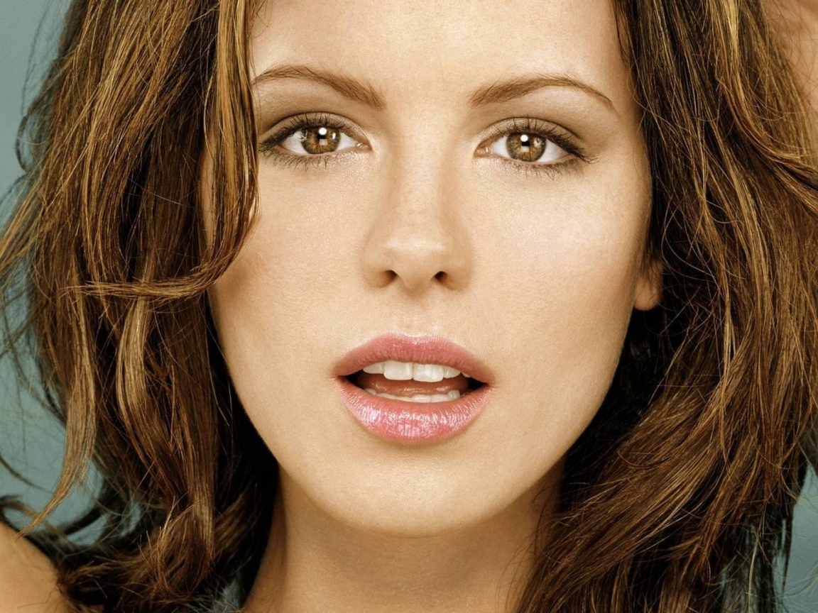 Kate Beckinsale Close Up for 1152 x 864 resolution