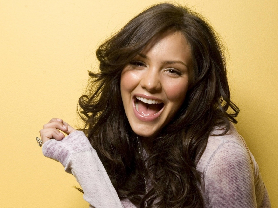 Katharine McPhee Smiling for 1152 x 864 resolution