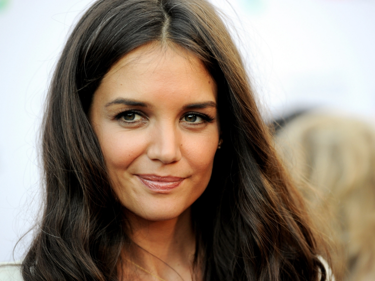 Katie Holmes Hair for 1280 x 960 resolution