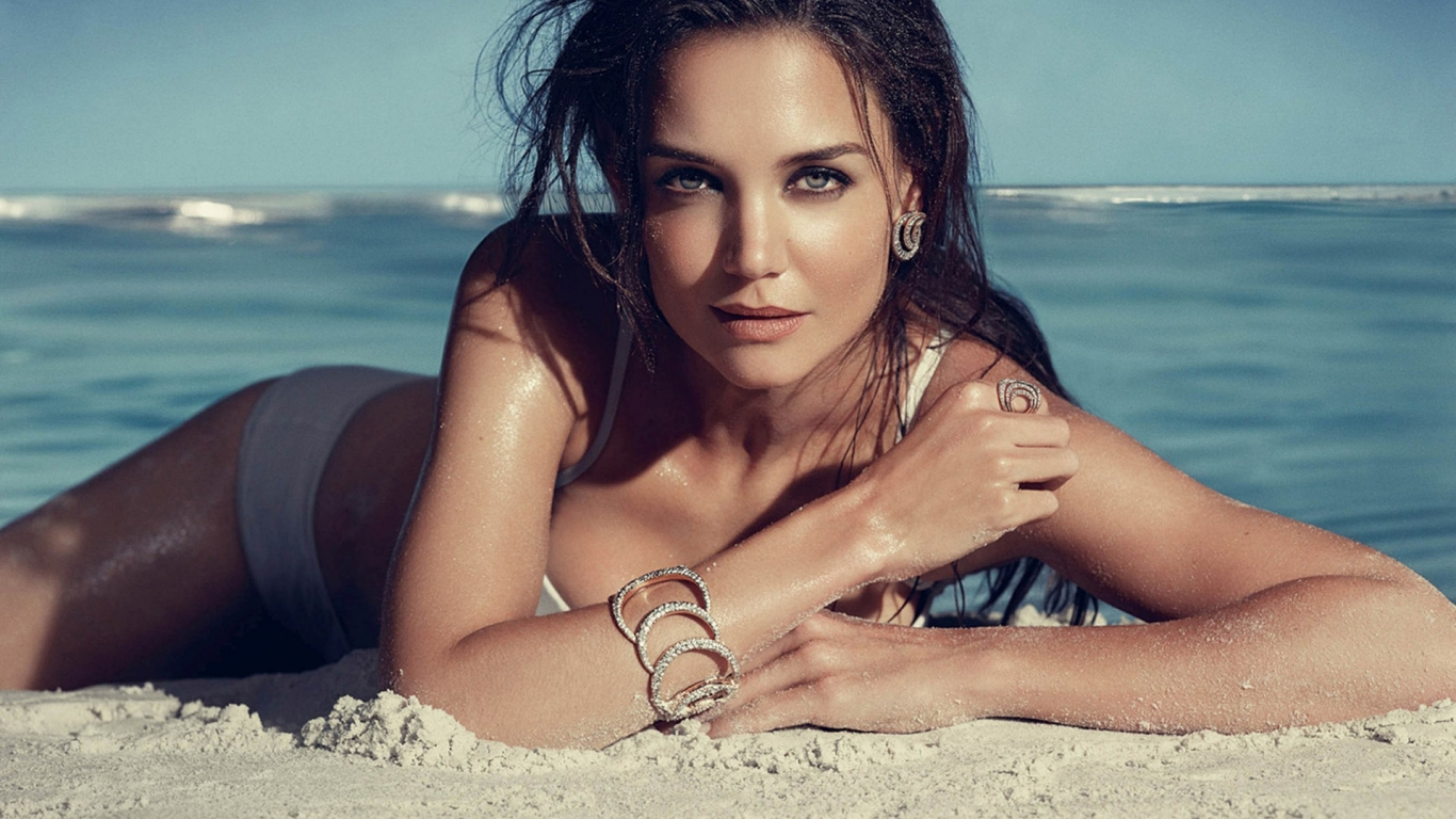 Katie Holmes Seaside for 1366 x 768 HDTV resolution