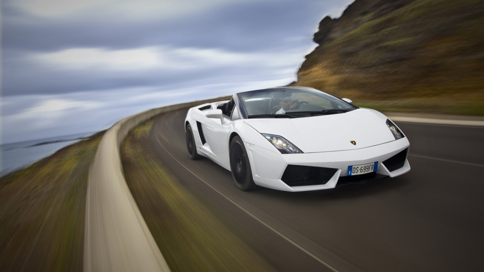 Lamborghini Gallardo LP560 Speed 2010 for 1600 x 900 HDTV resolution