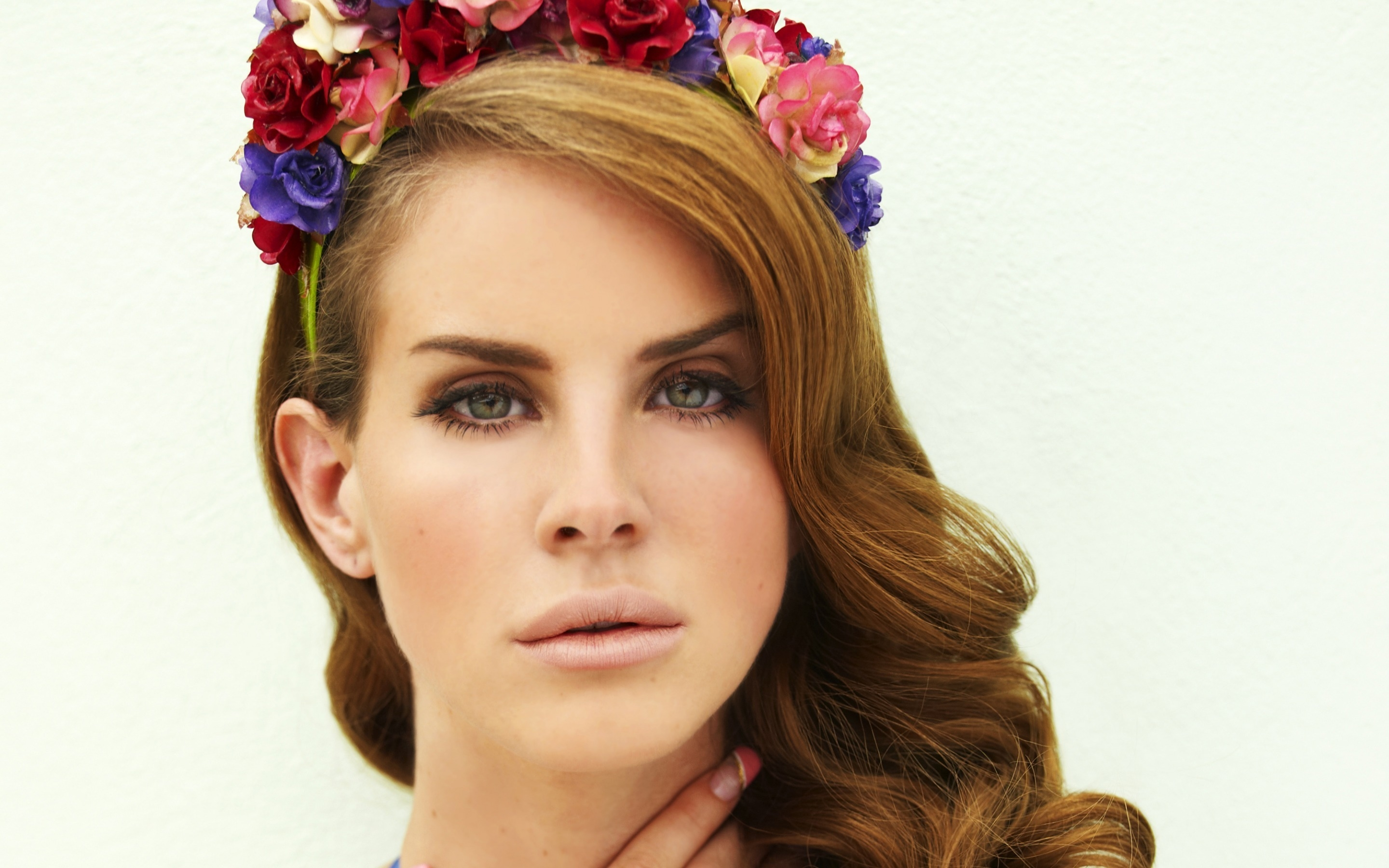 Lana Del Rey Floral Headband  for 2880 x 1800 Retina Display resolution