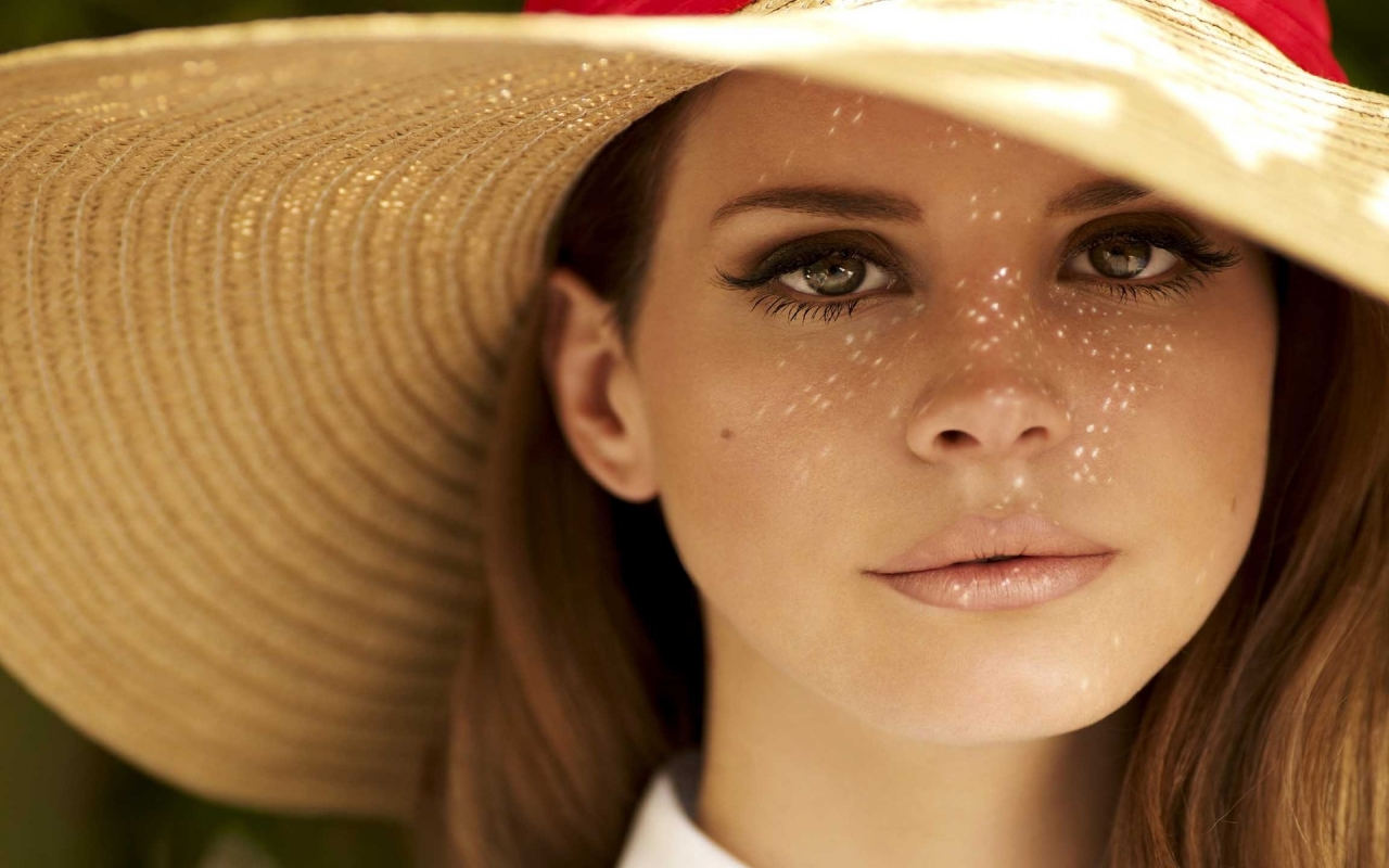 Lana Del Rey Hat for 1280 x 800 widescreen resolution