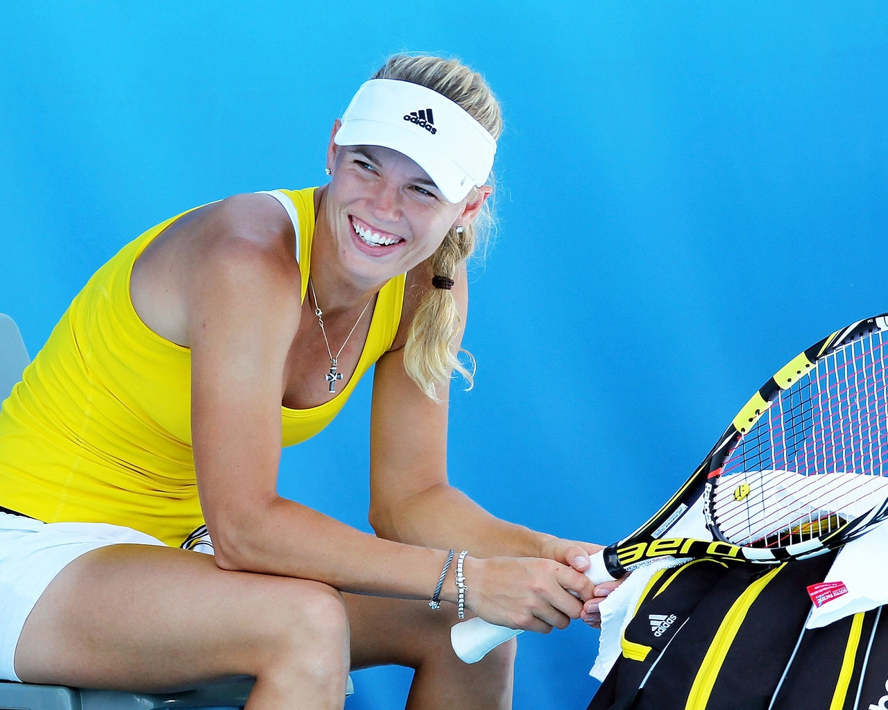 Laughing Caroline Wozniacki for 1280 x 1024 resolution