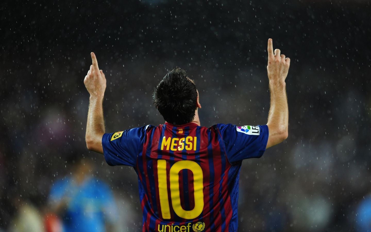 Lionel Messi in Rain for 1440 x 900 widescreen resolution