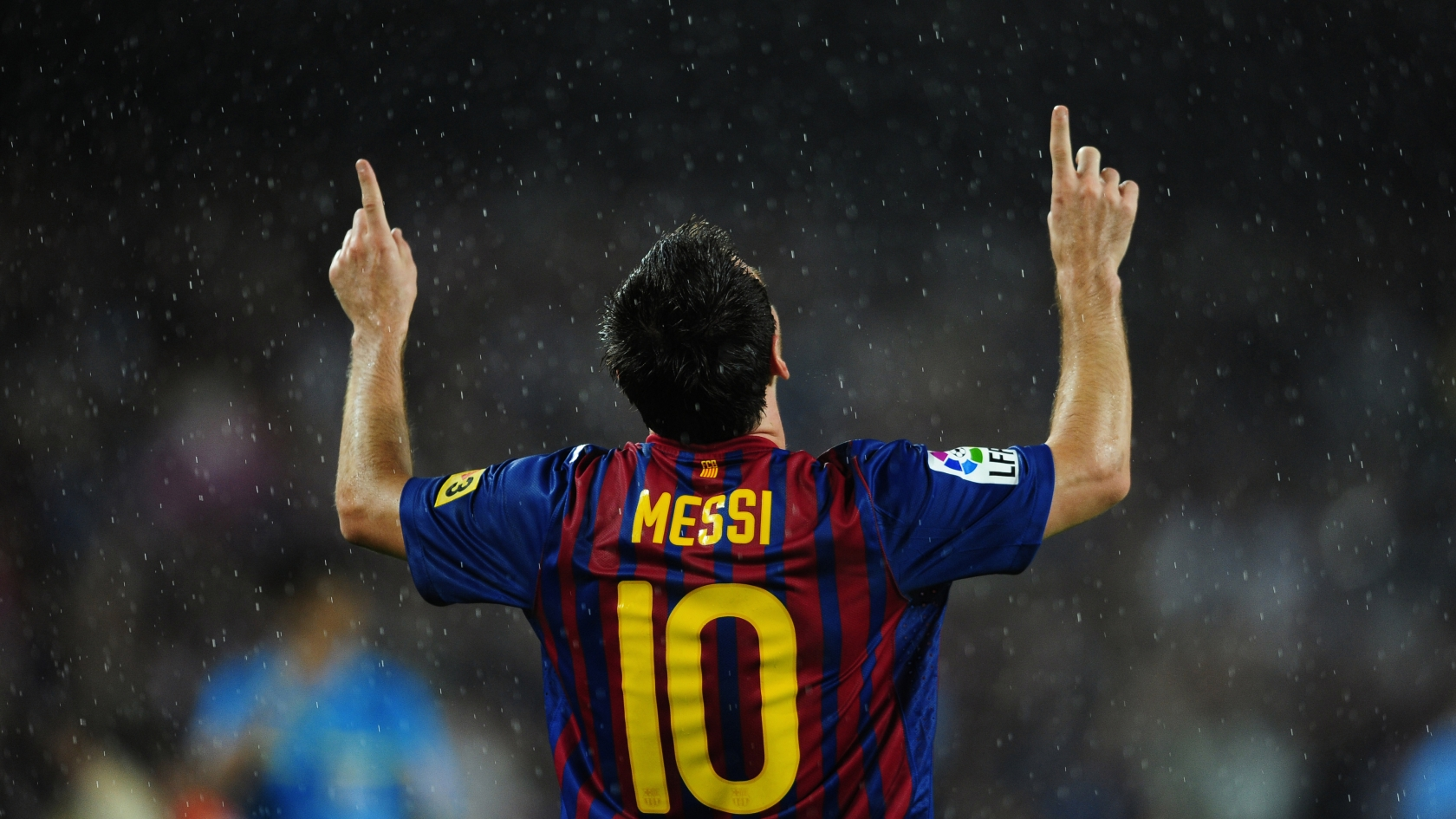 Lionel Messi in Rain for 1680 x 945 HDTV resolution