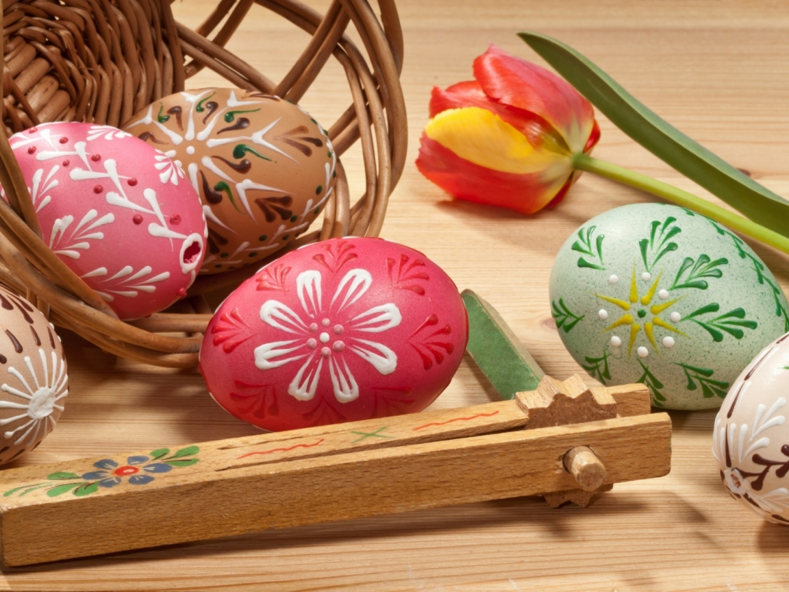 Lovely Painted Easter Eggs for 1152 x 864 resolution