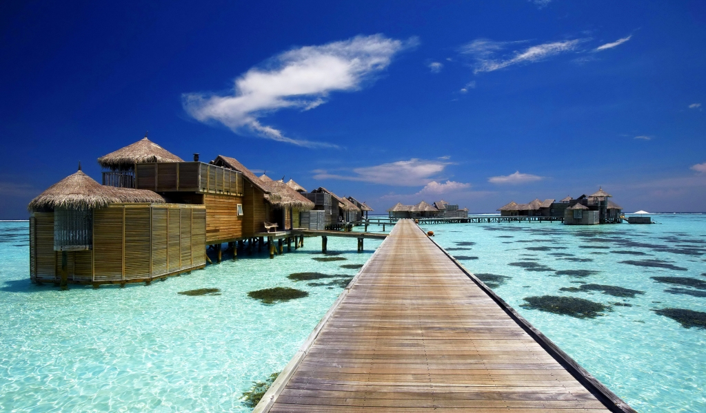 Luxury Resort in Maldives for 1024 x 600 widescreen resolution