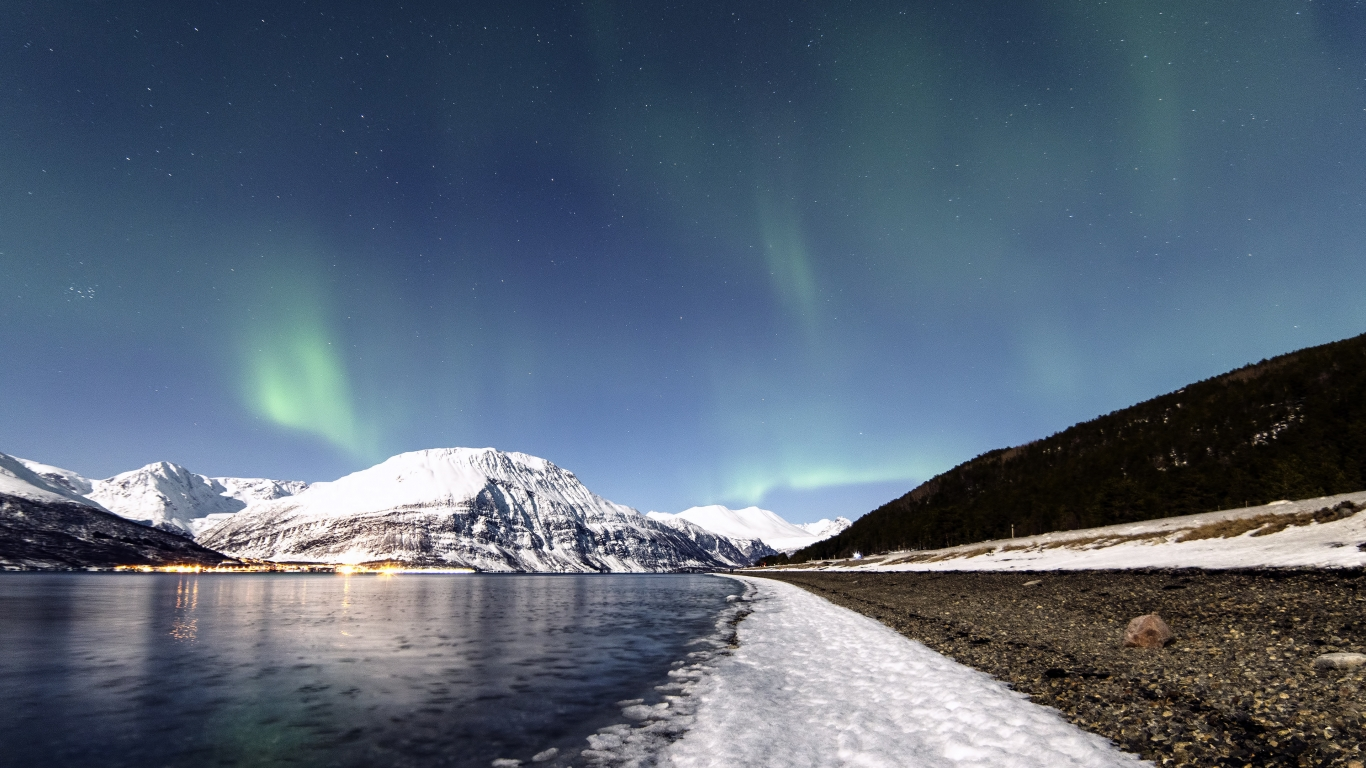 Lyngen Lights for 1366 x 768 HDTV resolution
