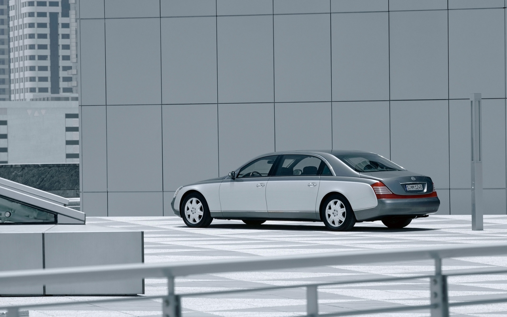 Maybach 62 Outside Left Front 3 for 1680 x 1050 widescreen resolution