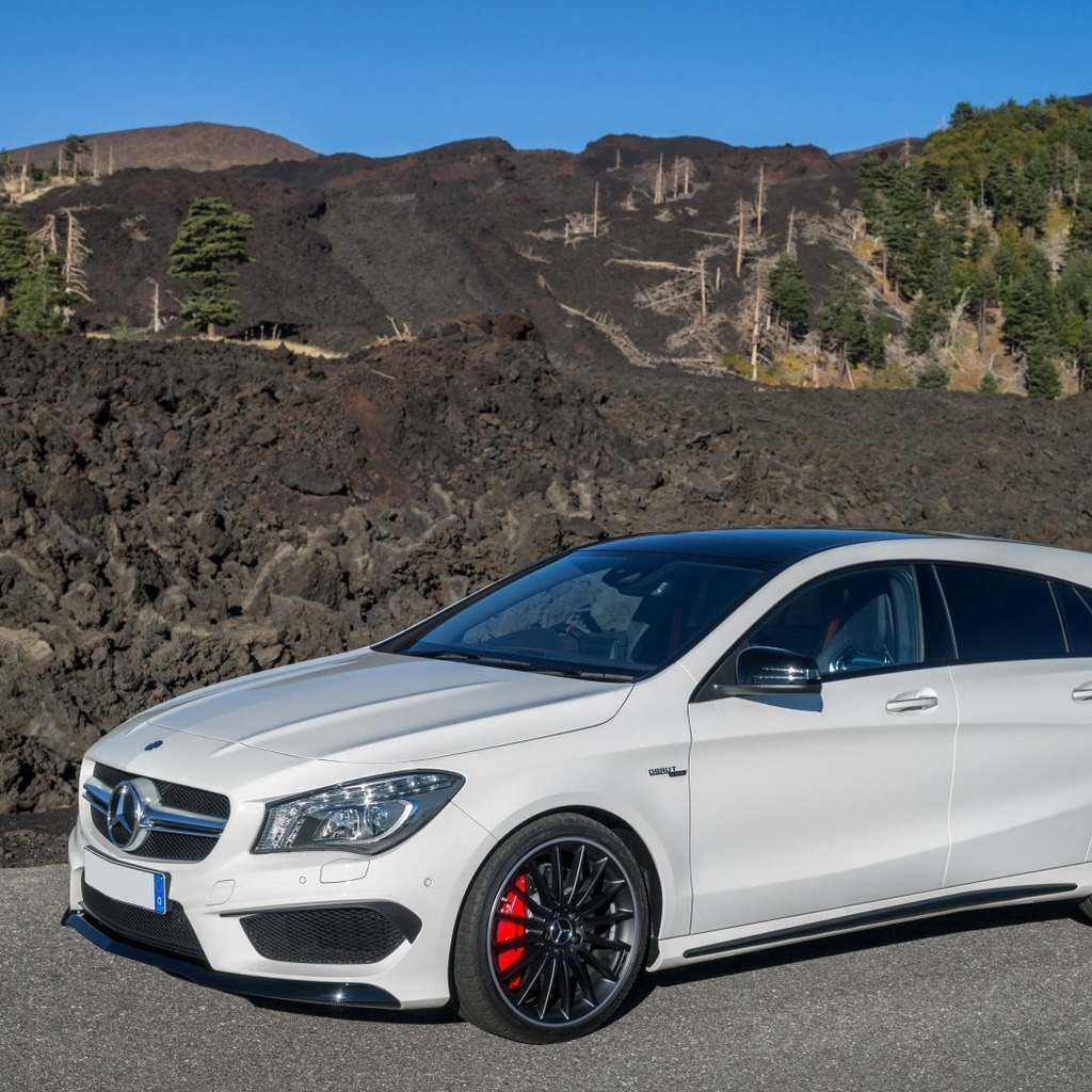 Mercedes Benz CLA 45 AMG for 1024 x 1024 iPad resolution