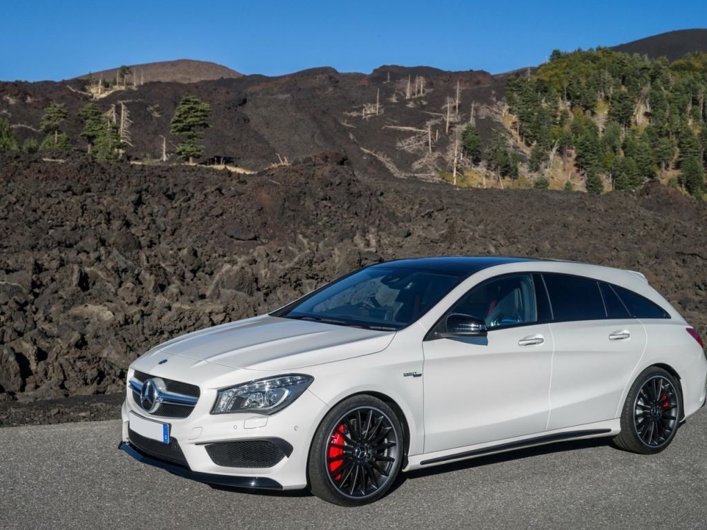 Mercedes Benz CLA 45 AMG for 1024 x 768 resolution