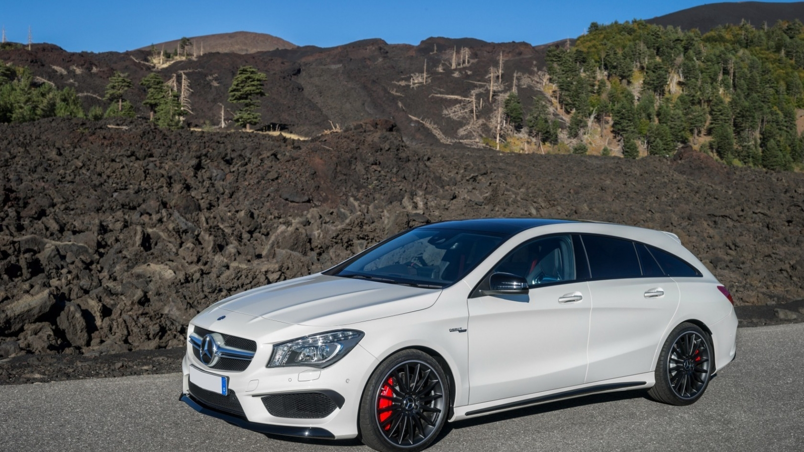 Mercedes Benz CLA 45 AMG for 1600 x 900 HDTV resolution