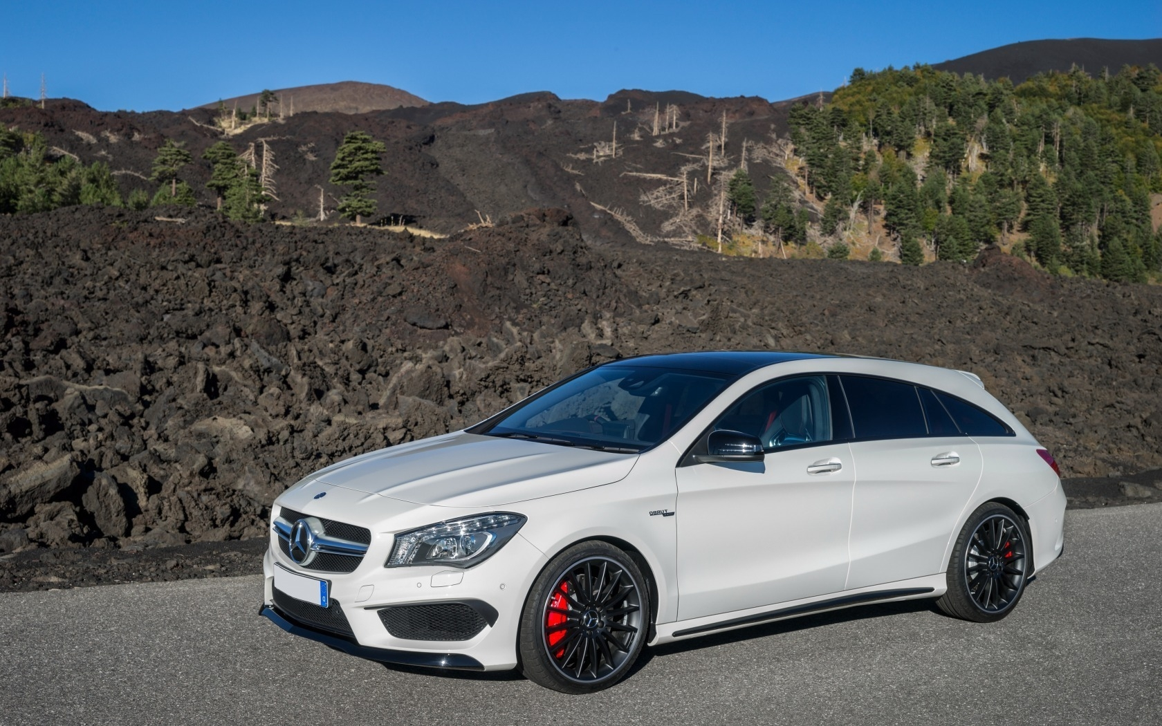 Mercedes Benz CLA 45 AMG for 1680 x 1050 widescreen resolution