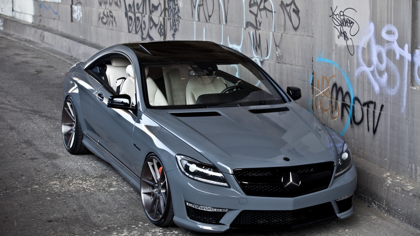 Mercedes CL63 AMG for 1600 x 900 HDTV resolution