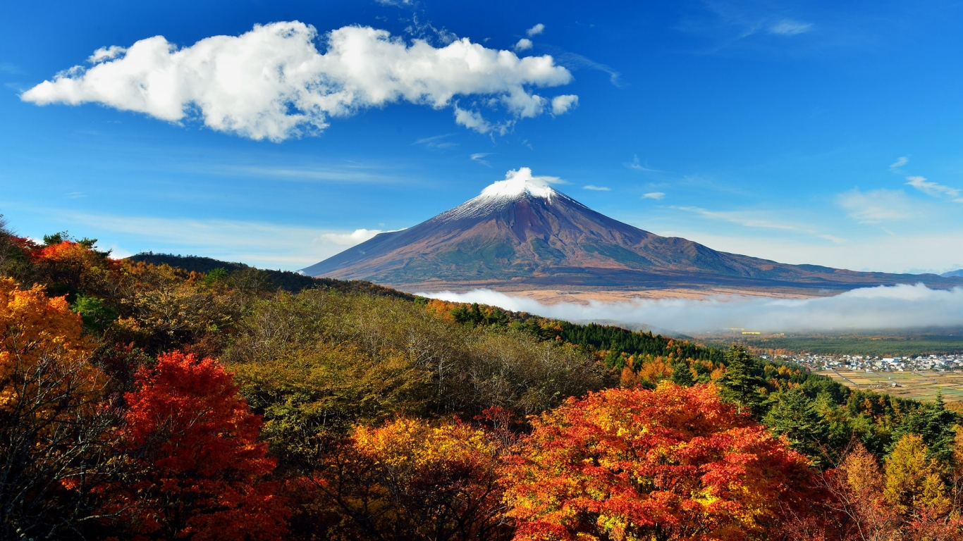 Mount Fuji Japan for 1366 x 768 HDTV resolution