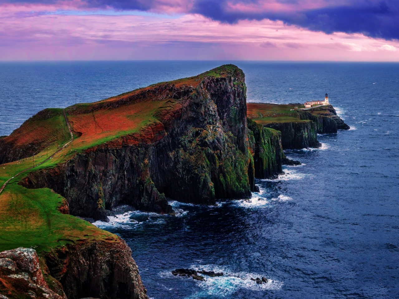 Neist Point Lighthouse UK for 1280 x 960 resolution