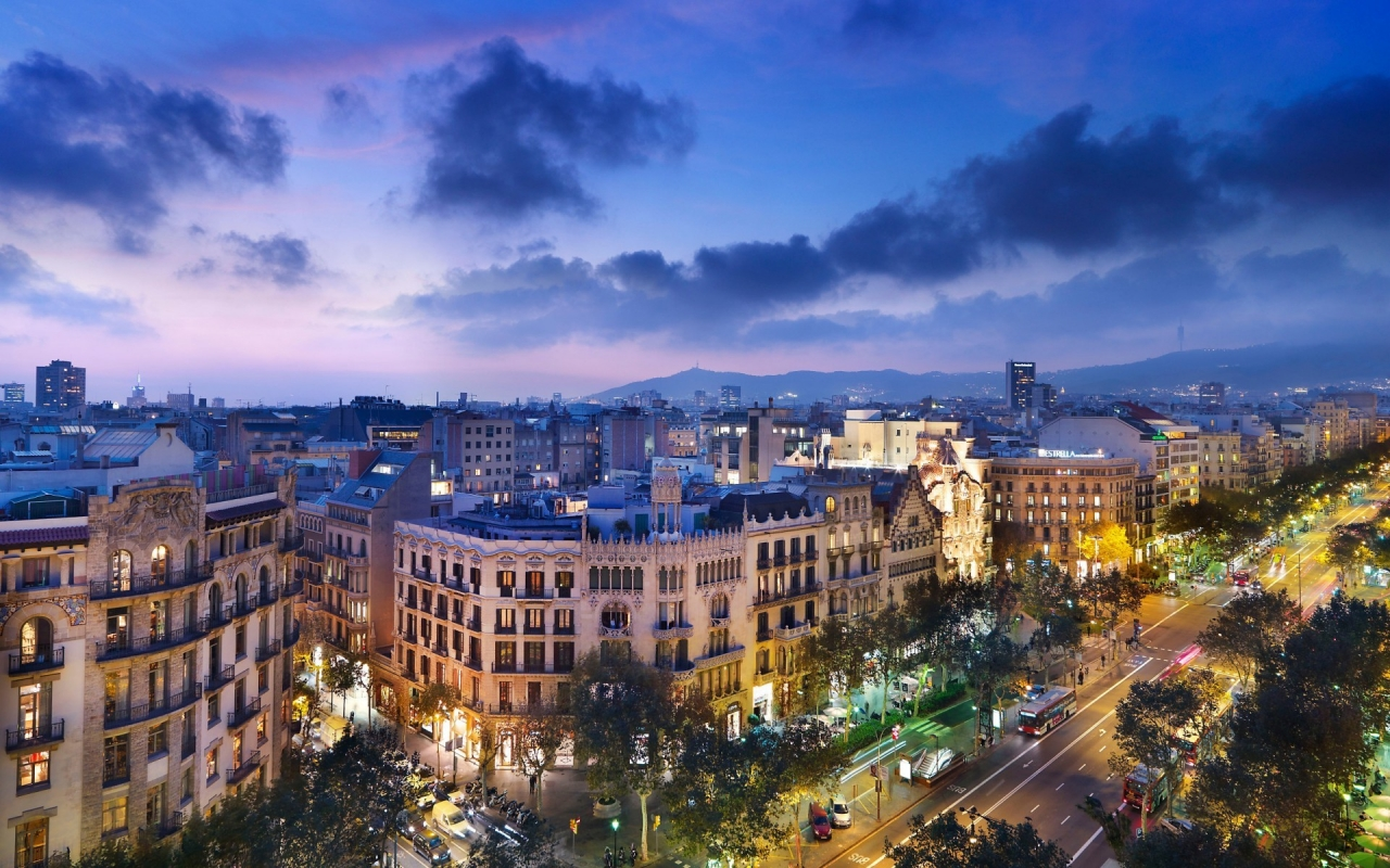 Night in Barcelona for 1280 x 800 widescreen resolution