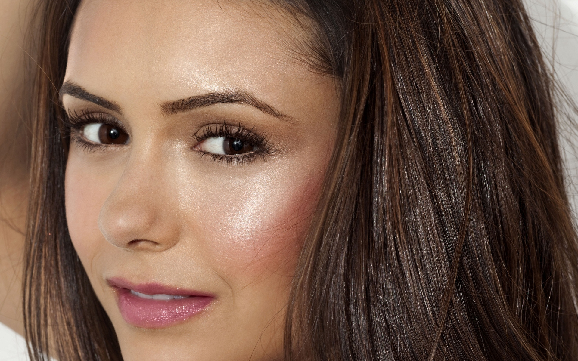 Nina Dobrev CloseUp for 1920 x 1200 widescreen resolution