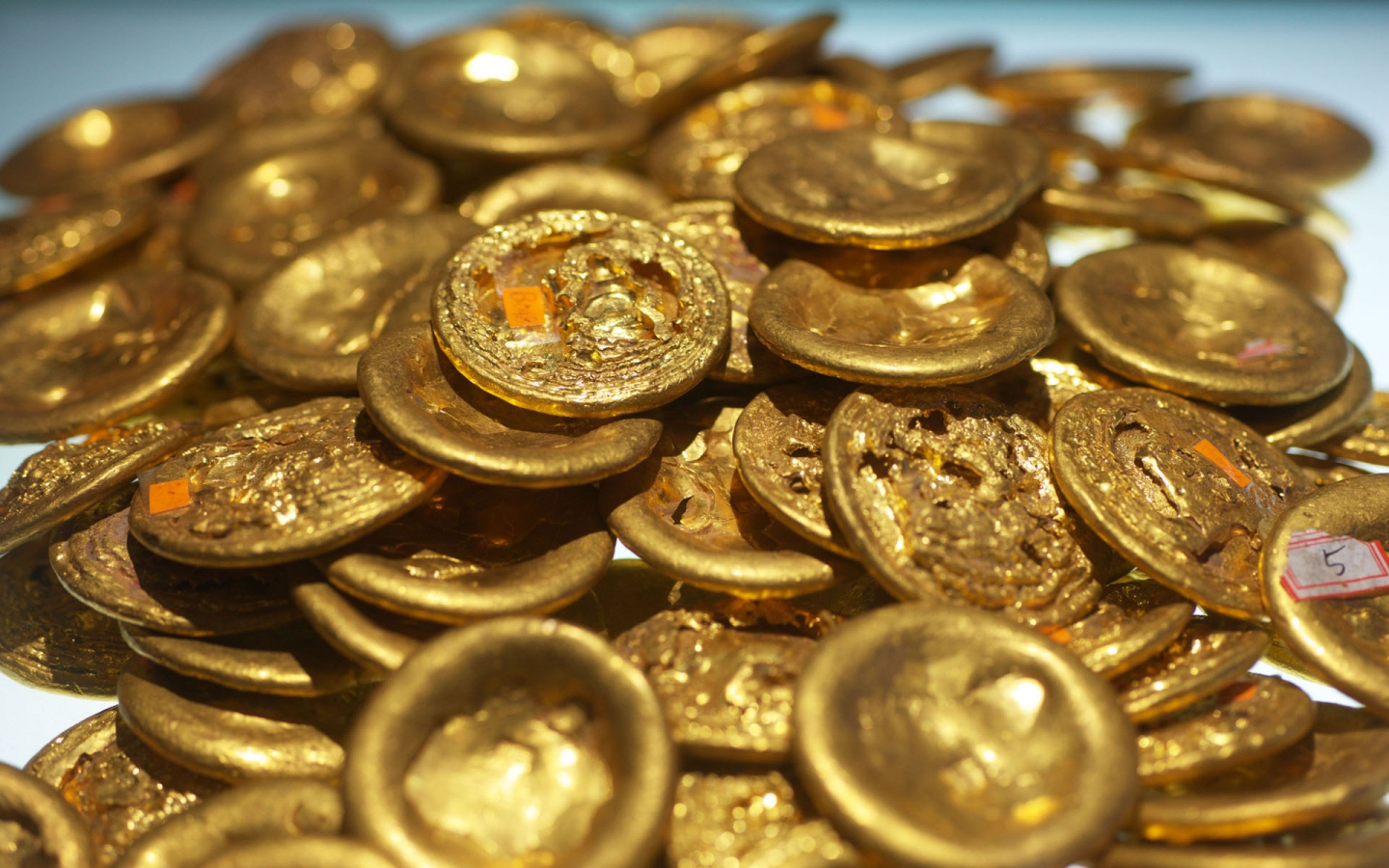 Old Chinese Gold Coins for 1440 x 900 widescreen resolution