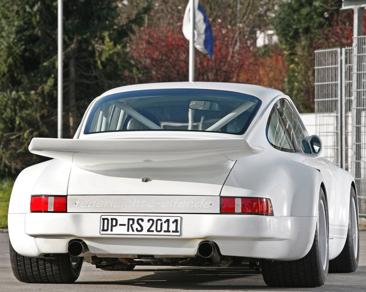 Old White Porsche 911  for 1280 x 1024 resolution