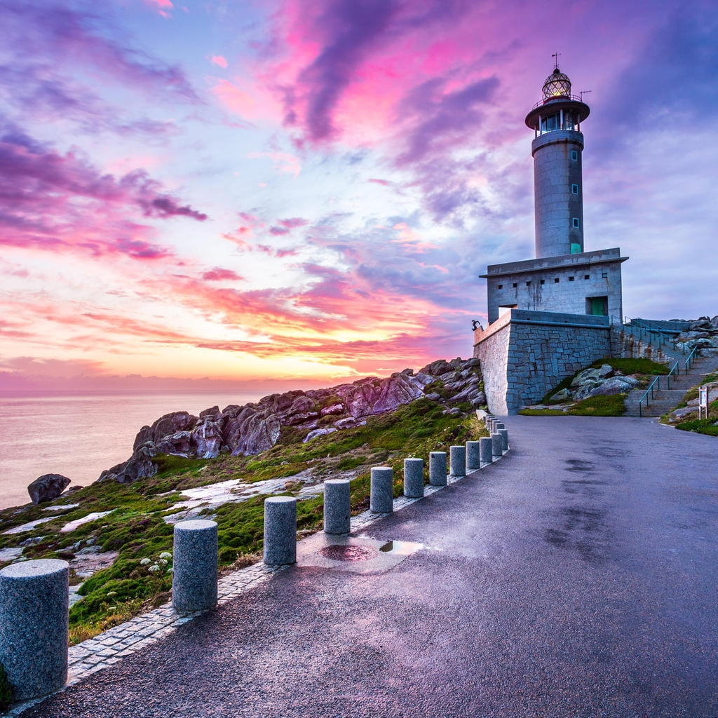 Punta Nariga Spain Lighthouse for 1024 x 1024 iPad resolution
