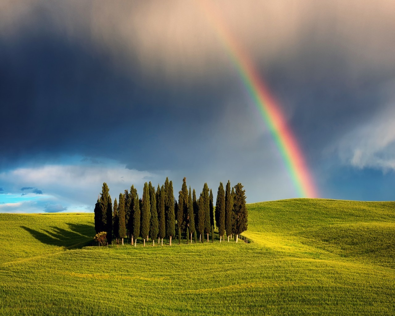 Rainbow in Tuscany for 1280 x 1024 resolution