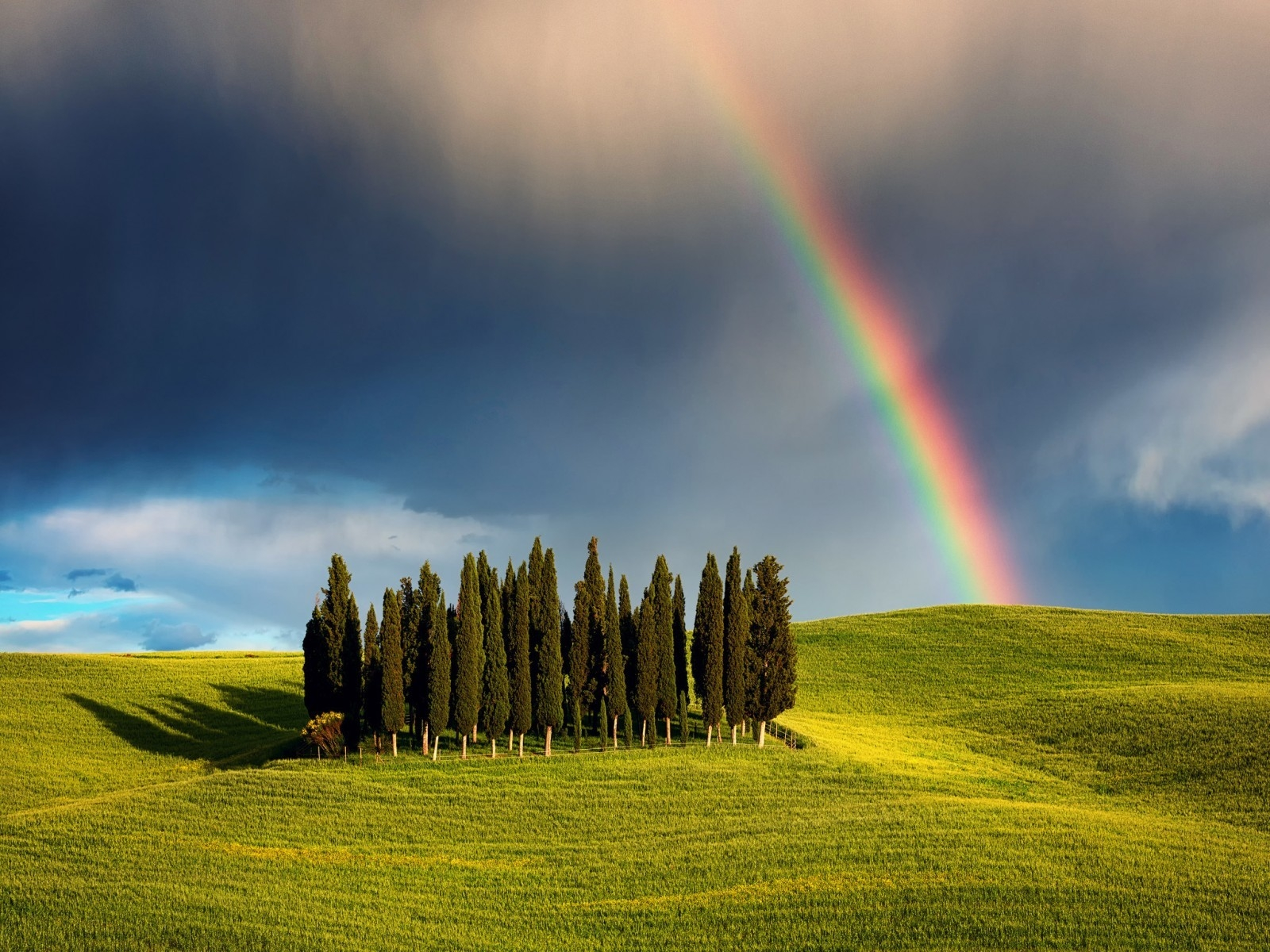 Rainbow in Tuscany for 1600 x 1200 resolution