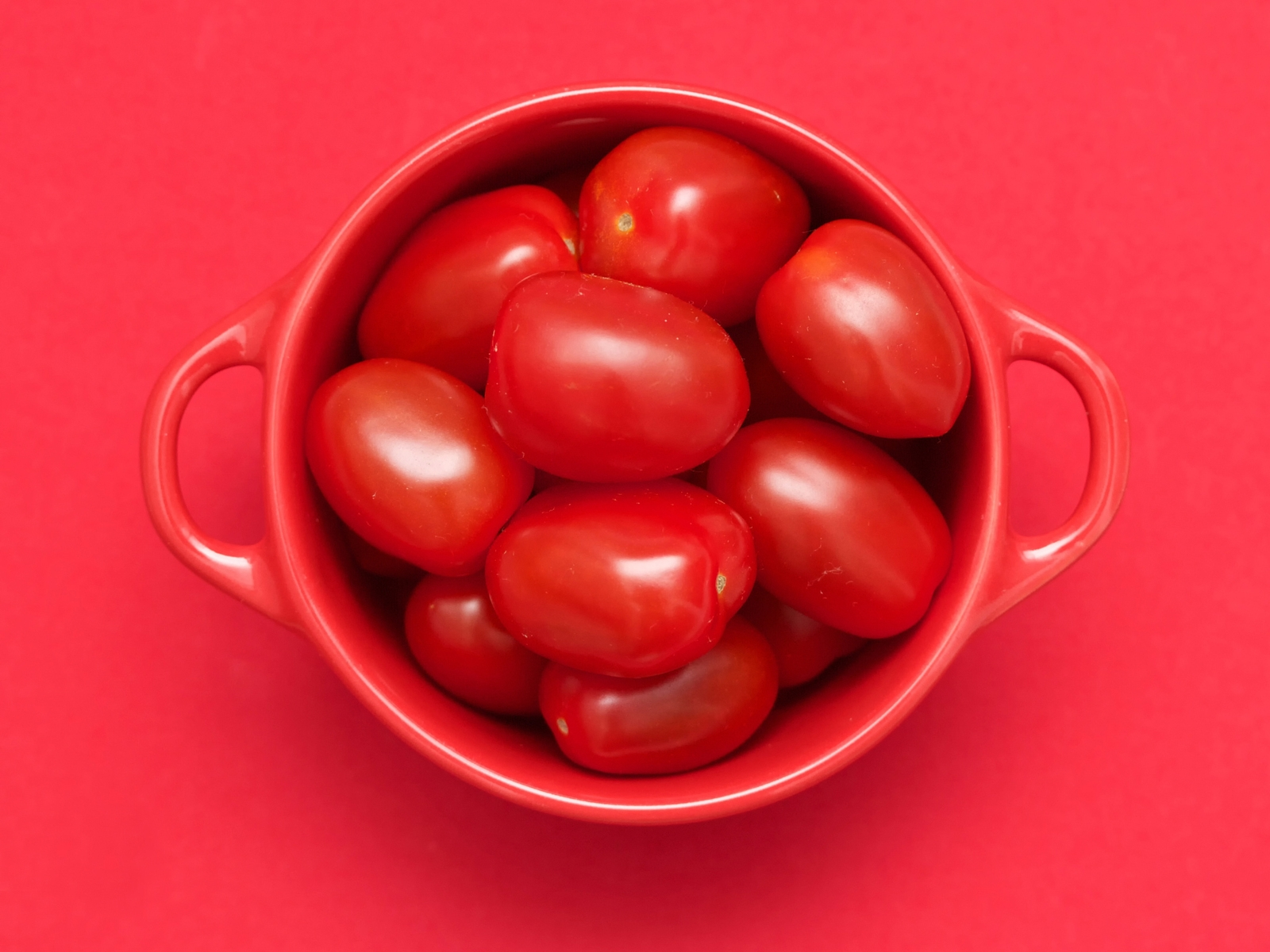 Red Tomatoes for 1600 x 1200 resolution