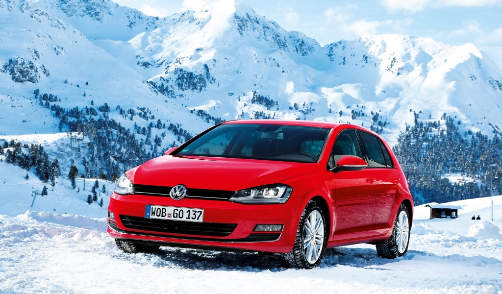 Red Volkswagen Golf 2013 for 1024 x 600 widescreen resolution