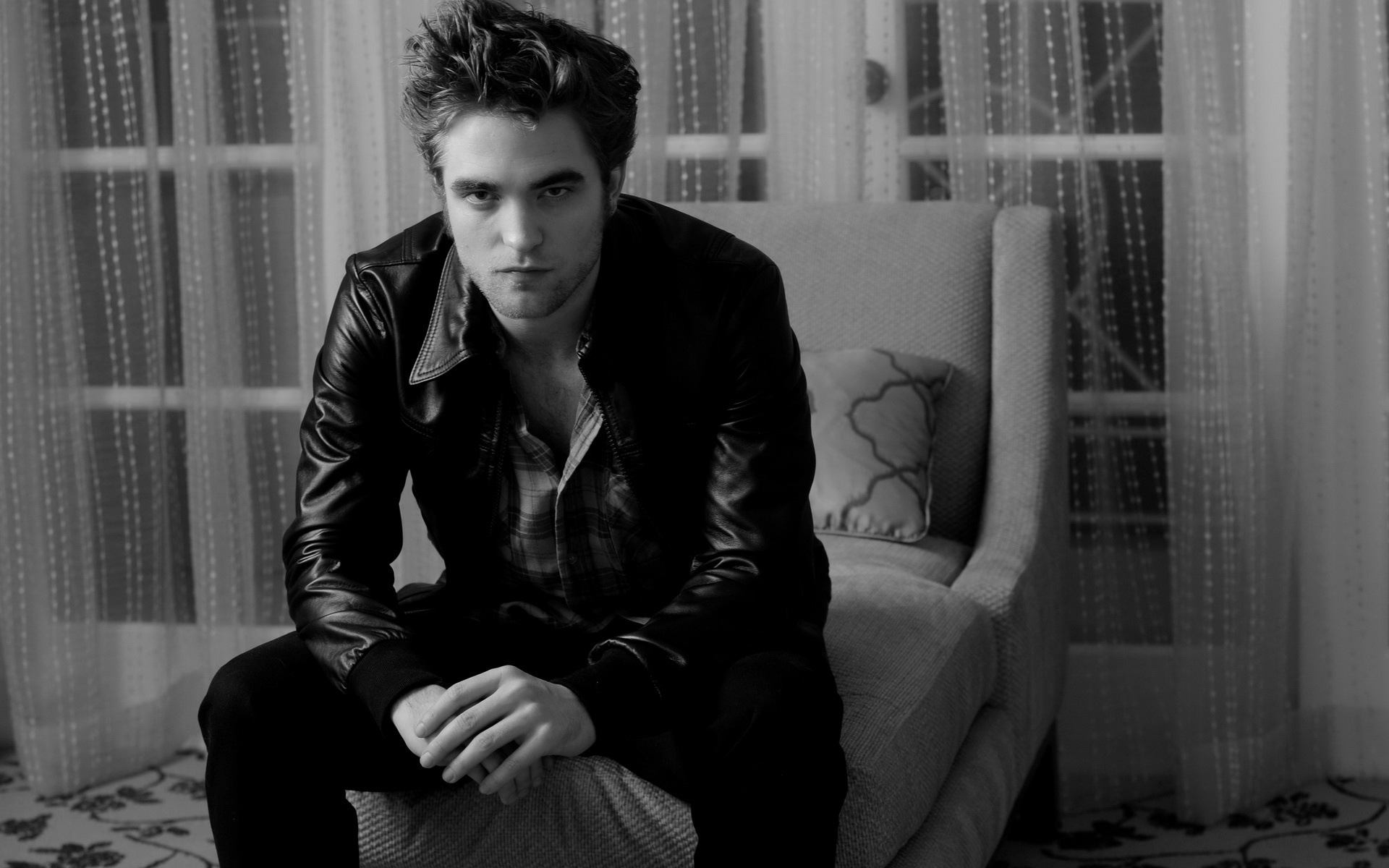 Robert Pattinson Black and White for 1920 x 1200 widescreen resolution