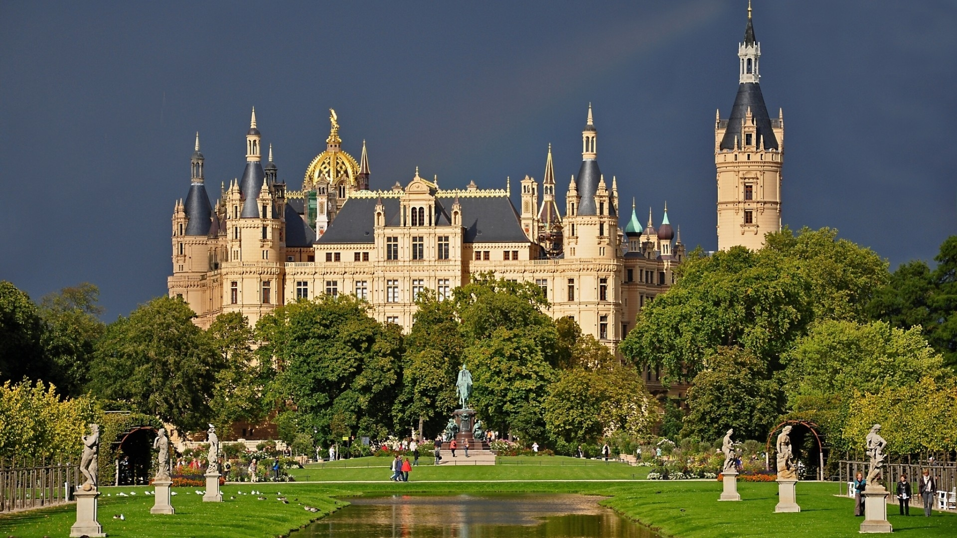 Schwerin Castle Germany for 1920 x 1080 HDTV 1080p resolution