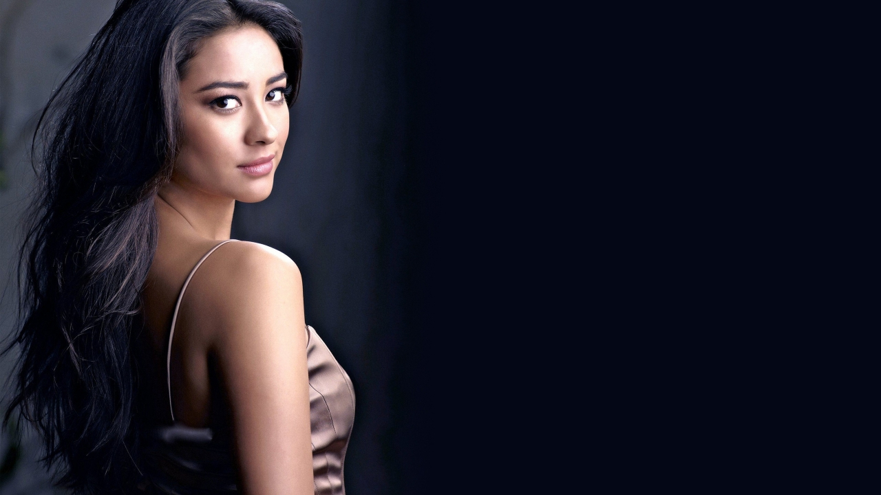 Shay Mitchell Cool for 1280 x 720 HDTV 720p resolution