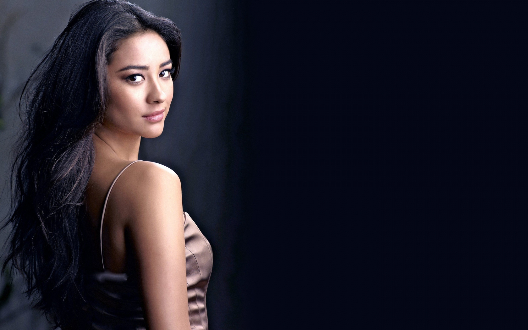 Shay Mitchell Cool for 1680 x 1050 widescreen resolution