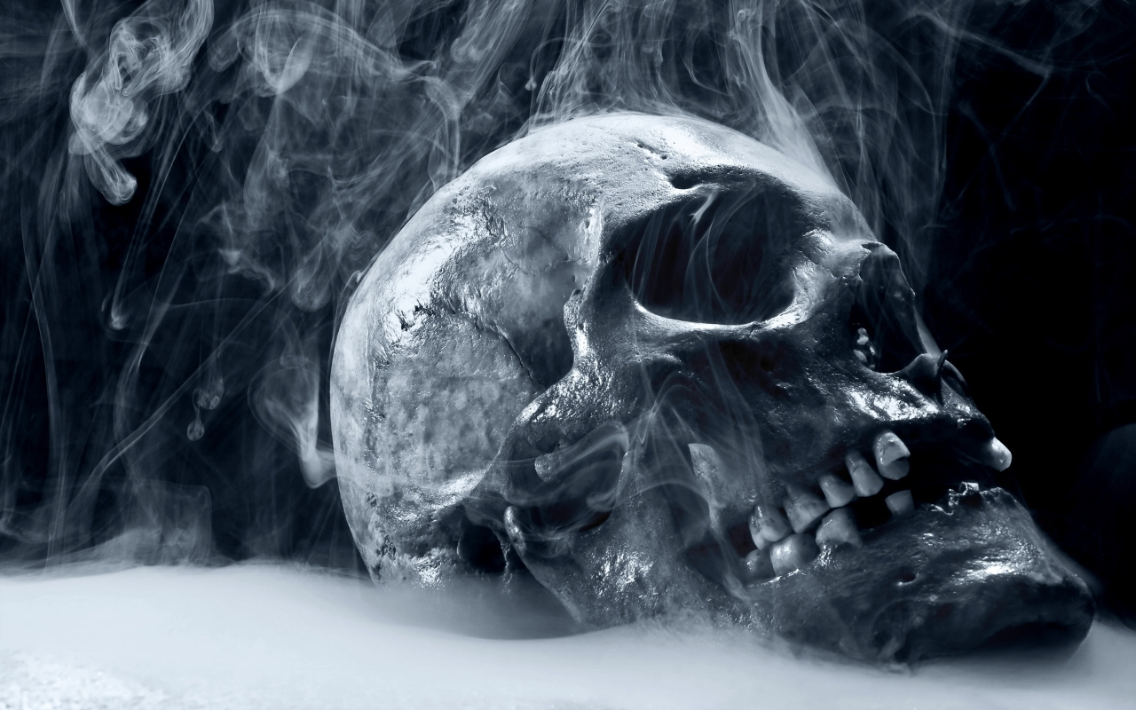 Skull Smoking for 1280 x 800 widescreen resolution