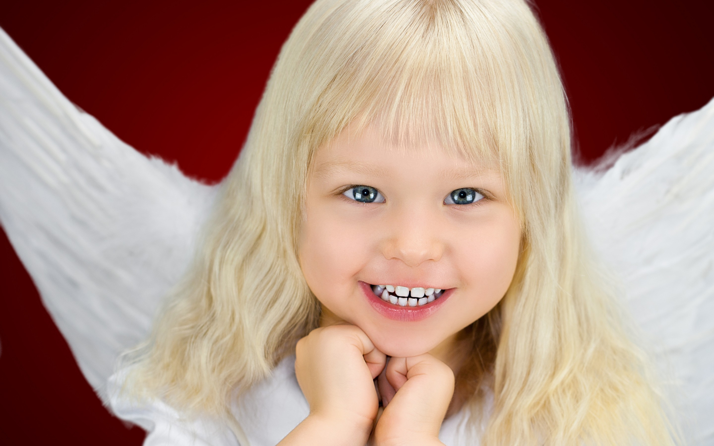 Smile of an Angel for 2880 x 1800 Retina Display resolution