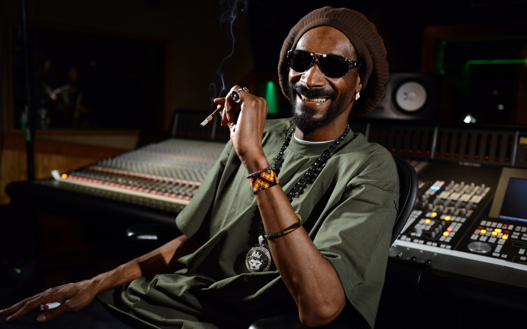 Snoop Dogg Smile for 1680 x 1050 widescreen resolution