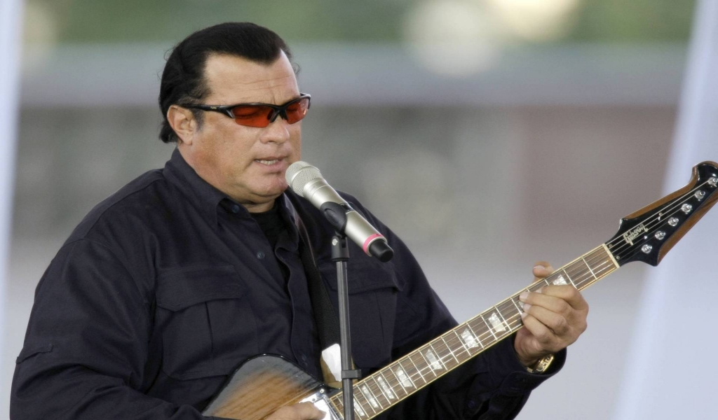 Steven Seagal Singing for 1024 x 600 widescreen resolution