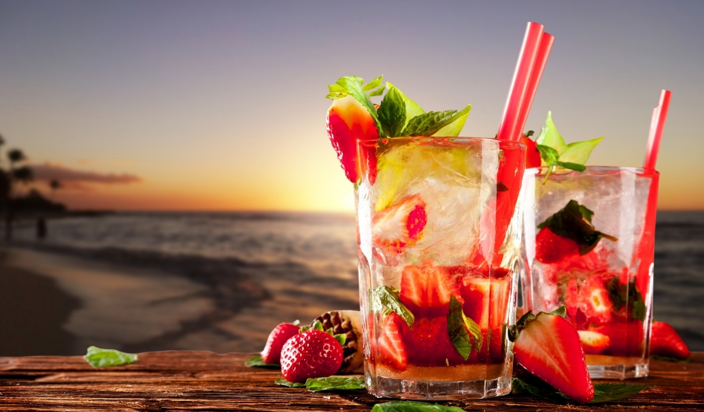 Strawberry Cocktails  for 1024 x 600 widescreen resolution